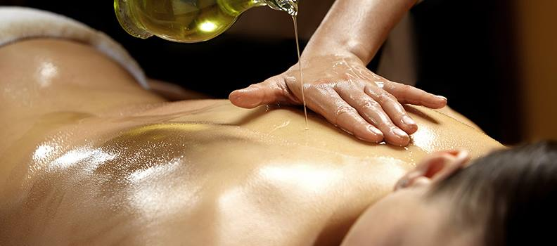 Massagem abhyanga